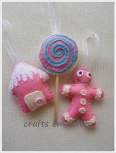 Pink felt christmas ornaments Felt Christmas Ornaments, Christmas Crafts, Felt Crafts Patterns, Felt Templates, Diy Crafts, Stitch, Sewing, Holiday Decor, Pink