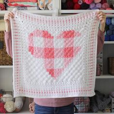 This is a free pattern for a crochet gingham heart blanket. Ahhh! Oh, how my obsession with gingham is continuing and I'm still so in love! I used the corner to corner stitch to work the center portion of this crochet gingham heart blanket and then added 6 rounds of a block stitch for a giant border.