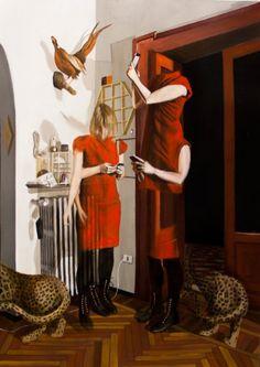 El pintor italiano Dario Maglionico recrea interiores, en los cuales los personajes parecen estar atrapados. Ocupados en busca de sí mismos, evocando fantasmas de las personas que una vez habitaron estos espacios y transmitiendo al espectador una forma de recordar el pasado de la manera en que nos gustaría que fuera, no como ha sido.