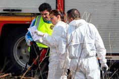Drammatico incidente a Freginals, nei pressi di Tarragona, dopo uno scontro tra un autobus e un'auto. Il bilancio è drammatico: 13 studenti Erasmus (secondo le prime notizie sarebbero tutte ragazze) morti a causa del violento impatto. Nel video i momenti successivi ai soccorsi, ripresi da una corrispondente di Telemadrid.