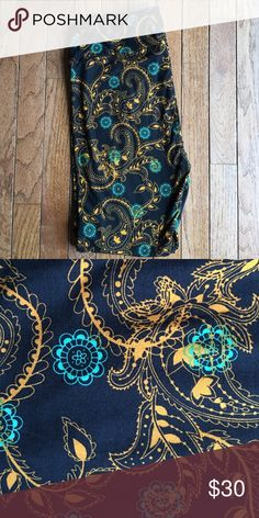 LuLaRoe HTF Black Background TC Paisley Legging Black background skin. A golden and real paisley pattern. LuLaRoe Pants Leggings