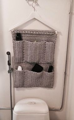 Rakkaat Siskot: Lokerikko ontelokuteesta Bathroom Organization, Organization Hacks, Crochet Stitches, Knit Crochet, Under Sink Storage, Crochet Home Decor, Crochet Fashion, Needle And Thread, Diy And Crafts