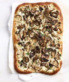 Get the recipe for Mushroom White Pizza. Pesto Pizza, Veggie Pizza, Flatbread Pizza, Pizza Food, Pizza Pizza, Fresh Mozzarella Pizza Recipe, Vegetarian Pizza, Flatbread Recipes, Pizza Dough