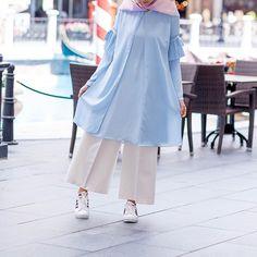 Street Hijab Fashion, Abaya Fashion, Modest Fashion, Love Fashion, Hijab Style, Hijab Chic, Denim And Lace, Denim Top, Modele Hijab