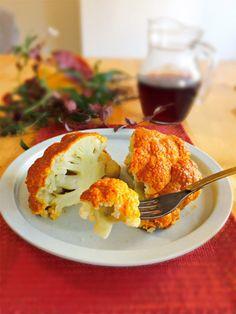 カリフラワーの事前加熱はやりすぎないこと。ある程度の食感を残したほうが、オーブンから出した後もリズムのあるおいしさに。 『ELLE a table』はおしゃれで簡単なレシピが満載!