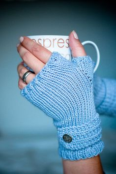 Free fingerless mitts knitting pattern, great for a beginner knitter.   Find more free knitting patterns on this site!