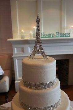 Bolo dos noivos inspirado em Paris. #casamento #bolodosnoivos #prateado #TorreEiffel #Paris