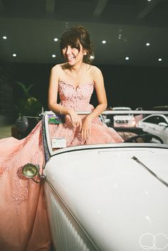 Kathryn Bernardo arrives at the event with her sweet ride! Kathryn Bernardo Debut, Kathryn Bernardo Outfits, Debut Gowns, Debut Dresses, Debut Ideas, Strapless Dress Formal, Formal Dresses, Quince Dresses, Sexy Teens