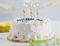 ¿Qué es lo mejor de un pastel de cumpleaños?   ¡El relleno! Mira aquí opciones fáciles y que dejarán a todos con la boca abierta: http://elgour.me/1MSj4LQ  #elgourmet #TuCanalDeCocina #Dulces