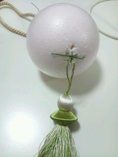 Kanzashi Flowers, Diy Flowers, Christmas Floral Arrangements, Flower Arrangements, Flower Room Decor, Christmas Bulbs, Christmas Crafts, Princess Crafts, Diy Wedding On A Budget
