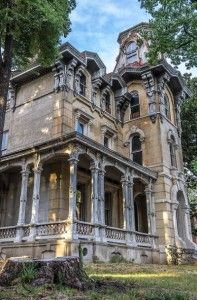 The James Lee House, located in Memphis, Tennessee, is now part of the Victorian Village area of the city, where several historic homes are situated together. Abandoned Mansion For Sale, Old Abandoned Houses, Abandoned Castles, Abandoned Places, Old Houses, Victorian Architecture, Architecture Old, Beautiful Architecture, Beautiful Buildings