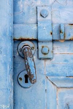 (via Pin by jackie dickie on blue | Pinterest)  For the Love of Blue by Kat Eye View on Flickr