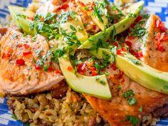 Salmão grelhado com molho teriyaki, abacate com arroz sete grãos e amêndoas - Receitas da Carolina - GNT