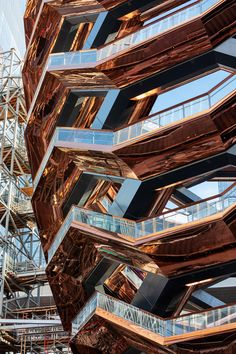 The Vessel in Hudson Yards Has Finally Opened to the Public - Architectural Digest The Thomas Heatherwick–designed structure has been controversial, as some have likened its shape to a doner kebab, while others believe it could be New York's Eiffel Tower New York Architecture, Stairs Architecture, Modern Architecture, Amazing Architecture, Public Architecture, Parametric Architecture, Lower East Side, Blog New York, Market Hall