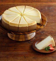 The Cheesecake Factory® Original Cheesecake - - sous vide. cheesecake - The Cheesecake Factory® Original Cheesecake - 10 - sous vide. Cheesecake Factory Original Cheesecake Recipe, New York Style Cheesecake, Cheesecake Recipes, Dessert Recipes, Homemade Cheesecake, Classic Cheesecake, Worlds Best Cheesecake Recipe, Simple Cheesecake, Food Cakes