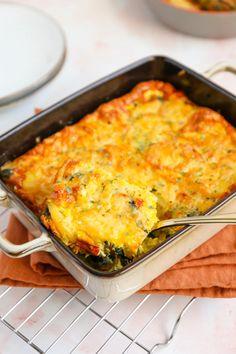 Frittata met spinazie en paprika - Lekker en Simpel Frittata, Pizza Wraps, Good Food, Yummy Food, Broccoli Casserole, Fodmap, Pesto, Macaroni And Cheese, Food Porn