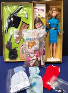 Vintage Tressy Doll & Gold Carry All Trunk Cosmetic Kit/ Extra Outfit 1965 1970s Dolls, Cosmetic Kit, Vintage Barbie, Doll Toys, Fashion Dolls, Childhood Memories, Children, Kids, Doll Clothes
