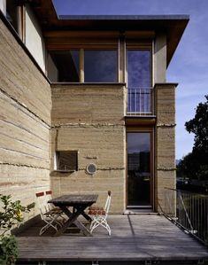 Rammed earth martin rauch Rammed Earth Homes, Rammed Earth Wall, Green Architecture, Amazing Architecture, Martin Rauch, Wattle And Daub, Earth Bag Homes, Eco Buildings, Adobe