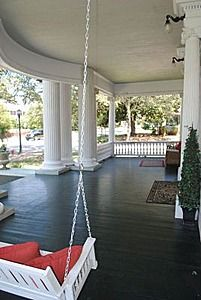 what a porch! Hart house (c Tarboro, NC is full of beautiful old homes. Go there on a tour if you can. I did last fall & saw wonderful things! Future House, Southern Porches, Old Southern Homes, Country Porches, Southern Living, Hart House, Veranda Design, Southern Plantations, Home Porch