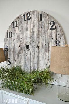 DIY Wood Pallet Clock -
