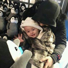 》Pinterest: Hayul《 Cute Asian Babies, Korean Babies, Cute Babies, Cute Family, Baby Family, Children And Family, Papa Baby, Baby Kids, Selca Baekhyun