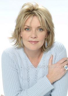 Amanda Tapping es una actriz canadiense conocida por su interpretación de Samantha Carter en las series de televisión Stargate SG-1, Stargate Atlantis y Stargate Universe.