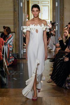Fashion Week Paris Spring/Summer 2020 look 24 from the Giambattista Valli collection womenswear Fashion Show, Fashion Outfits, Womens Fashion, Fashion Design, Paris Fashion, Luxury Fashion, Couture Embellishment, Embellishments, Giambattista Valli