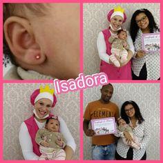 Primeiro brinco da princesa Isadora colocado por meio do aplicador silencioso para colocação de brinco em aço cirúrgico, banhado à ouro, antialérgico e recomendado pela Anvisa.   Obrigada a mamãe e papai pela confiança em nosso trabalho. #Bebê #Mamãe #Papai #Princesa #Maternidade #Paternidade #Enfermeira #Brinco #Criança #Saúde #BemEstar #Amor #Vida #Gravidez #Gravida