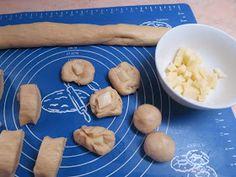 Ζουζουνομαγειρέματα: Σουσαμομπουκιές γεμιστές με κασέρι! Blog, Blogging