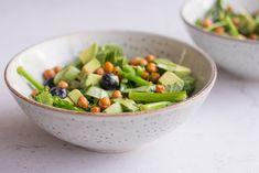 Spinatsalat med aspargesbroccoli, blåbær og avocado - Life By Nan