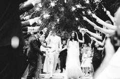 Sparkles na saída dos noivos | Inesquecível Casamento | Casamento | Wedding | Bride | Groom | I do | Just Married | Recém Casados | True Love