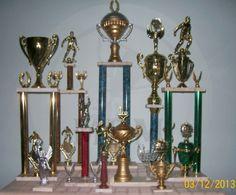 Diseños varios de trofeos y mini trofeos.