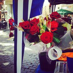 Sant Jordi#rosa #llibre #santjordi #UOCSantJordi #catalunya #dracs #princeses #rouse #book #igers #igersgirona #costabrava