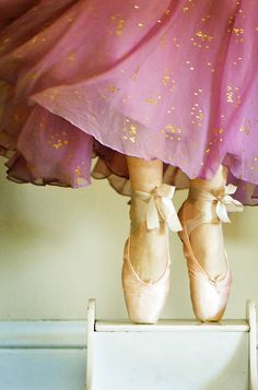 En Pointe. (I have a lot of dreams where I'm doing this. And flying. Not at the same time. Totally normal, right?)