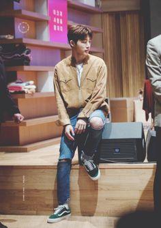 Yg Ikon, Kim Hanbin Ikon, Ikon Kpop, Ikon Leader, Ikon Wallpaper, Double B, Airport Style, Yg Entertainment, Korean Boy Bands