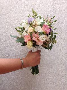 #bridalbouquet #wedding #bride #floral #ramodenovia #novia #boda #flores #flowers #flowerarrangement #lisianthus #bouquet #laiaclaramunttallerfloral #sabadell #barcelona