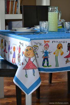 Mantel personalizado para regalar al profesor, con dibujos de todos los alumnos de la clase. ¿se te ocurre algún regalo más original y emotivo?. www.mrbroc.com