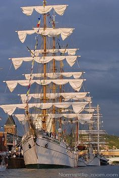 Magnifiques voiliers amarrés sur les quais de Rouen.
