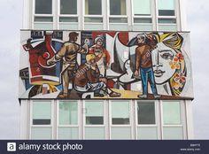 Frise mosaïque notre vie de Walter Womacka dans la Haus des Lehrers chambre d'enseignants à Berlin Allemagne Banque D'Images Richard Serra, Photo Images, Jonathan Borofsky, Illustrations, It Works, Culture, Stock Photos, Urban, Germany