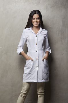 Doctor White Coat, White Coat Outfit, Beauty Uniforms, Kurti Sleeves Design, Lab Coats, Medical Uniforms, Medical Design, Medical Scrubs, Western Wear