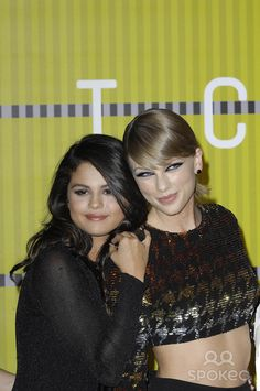 Photo by: Michael Germana/starmaxinc.com STAR MAX 2015 ALL RIGHTS RESERVED Telephone/Fax: (212) 995-1196 8/30/15 Selena Gomez and Taylor Swift at the 2015 MTV Video Music Awards. (Los Angeles, CA)