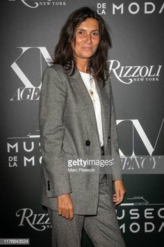 """Emmanuelle Alt attends the """"Museo de la Moda, Musings on Fashion & Style"""" Launch Book as part of Paris Fashion Week on September 2019 in Paris, France. Get premium, high resolution news photos at Getty Images Emmanuelle Alt Style, Parisian Chic Style, Solange Knowles, Victoria Dress, Couture Week, Fashion Outfits, Fashion Tips, Style Fashion, Red Carpet Dresses"""