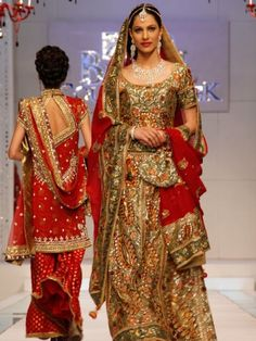 Indians are known for their dress up when it comes to festive season. For getting the best dresses, here is Indiantheme.com, the best online service provider which provides you information about all the stores that deals in Indian clothing and jewellery.