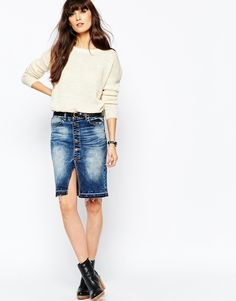 """Skirt by Vero Moda Stretch denim Fading and whsikering detail Mid rise Button placket Pocket styling Front hemline split Slim fit - cut closely to the body Machine wash 95% Cotton, 3% Polyester, 2% Elastane Our model wears a UK S/EU S/US XS and is 170 cm/5'7"""" tall"""