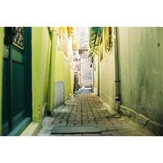 vutylife / #nikon #f3hp #nikkor50mm #35mm #film #filmphotography #filmphotograph #solaris100 #골목 #alley / #길 #골목길 / 2013 12 24 /