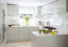 white modern kitchen | backsplash for stove