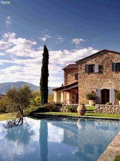Tuscan style – Mediterranean Home Decor Mediterranean Garden Design, Beautiful Homes, Beautiful Places, Romantic Escapes, Stone Houses, Tuscan Style, Exterior Design, Countryside, Villa