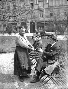 Austria. Sesselvermieterin im Stadtpark, Vienna,  1923 // Archiv Österreichische Nationalbibliothek