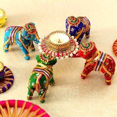 Diwali Decoration Lights, Thali Decoration Ideas, Diwali Decorations At Home, Festival Decorations, Basket Decoration, Diwali Candle Holders, Diwali Candles, Diwali Craft, Diwali Gifts