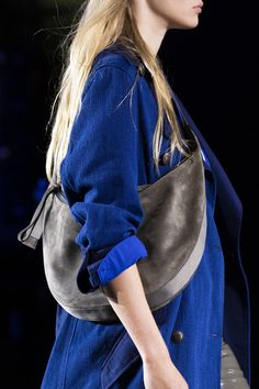 Rag & Bone at New York Fashion Week Spring 2020 - Details Runway Photos The Effective Pictures We Offer You About Runway Fashion gowns A quality picture can tell you many things. Suit Fashion, Fashion 2018, New York Fashion, Runway Fashion, Spring Fashion, Edgy Shoes, Fashion Videos, Rag And Bone, Minimal Fashion
